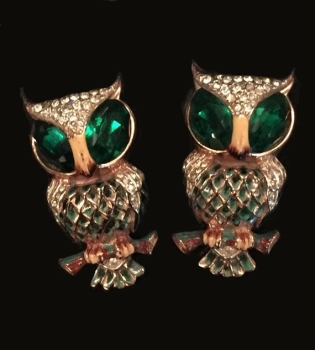 """Green eyed """"Hoots"""" owl brooch duette designed by A. Katz in 1944. Manufactured by Coro Craft Sterling 1994, pat. 138960. Earrings included in patent not shown."""