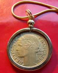 coin-pendant-necklace-1-franc-3