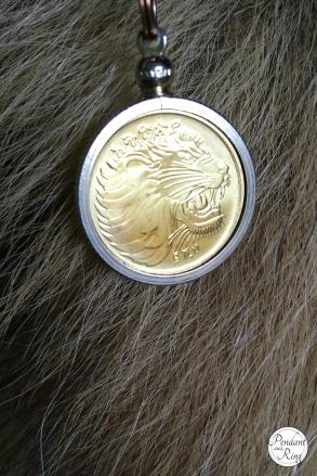 gold roaring lion coin pendant 2