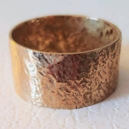 handmade-gold-hammered-ring
